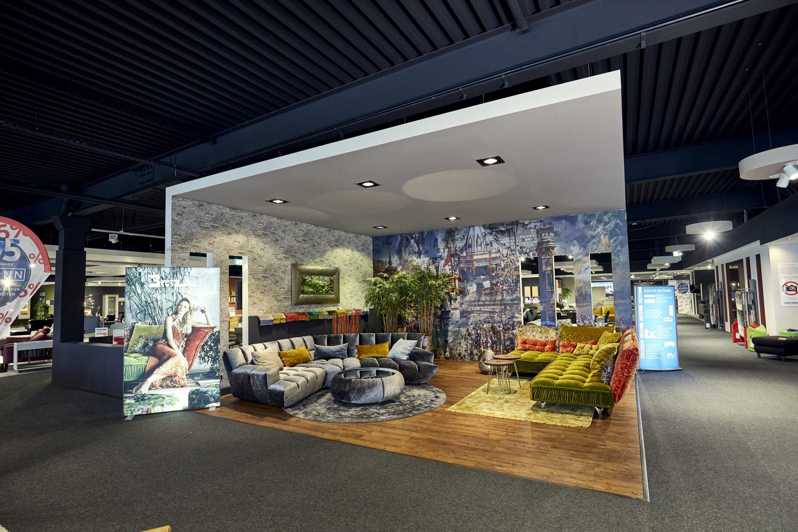 Ausstellung Sofa